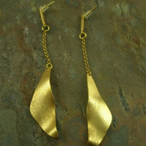 Golden Wave Fashion Drop Earrings-0
