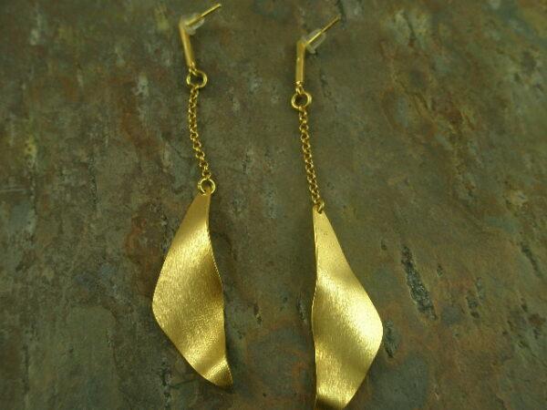 Golden Wave Fashion Drop Earrings-0