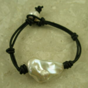 Handcrafted Leather And Baroque Pearl BraceletBig Pearl-0
