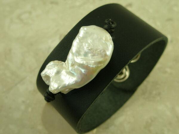 Wide Leather Baroque Pearl BraceletSnap-0