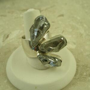Lilly Barrack Titanium Quartz Statement RingUY-0