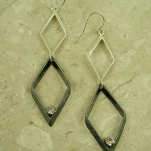 Two Toned Contemporary Long Dangle EarringsFashionista -0